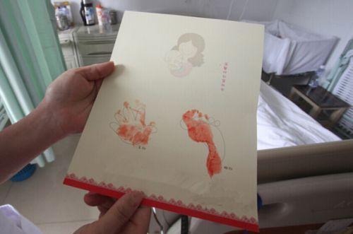刚出生的宝宝为啥要留下小脚印 而不留下手印?