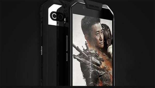 票房近56亿的战狼2中,吴京用的手机为什么那么牛?
