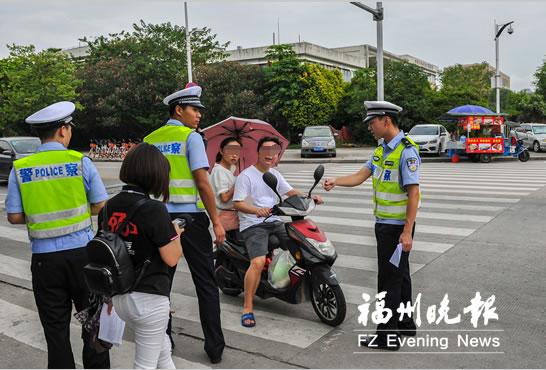 交警强化非机动车整治 大学生骑车违法将被告知学校
