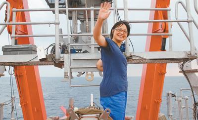 """中国深海""""探宝队""""队长:只要身体允许随时起航"""