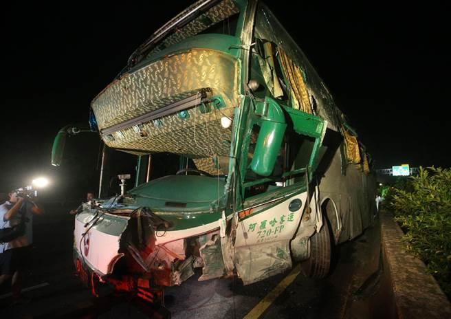 台湾1号高速路冈山交流道发生车祸 致6死11伤