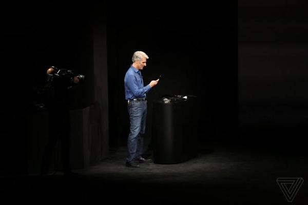 2017苹果秋季发布会iPhone X遇最大的尴尬:苹果高管刷脸失败