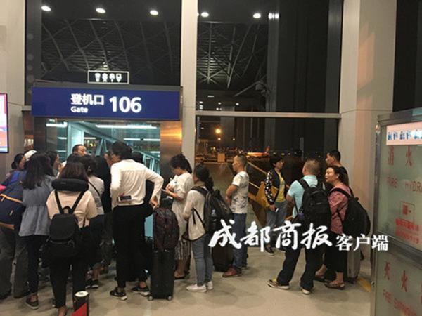 海航成都直飞洛杉矶航班延误近15小时 疑因机长带错护照