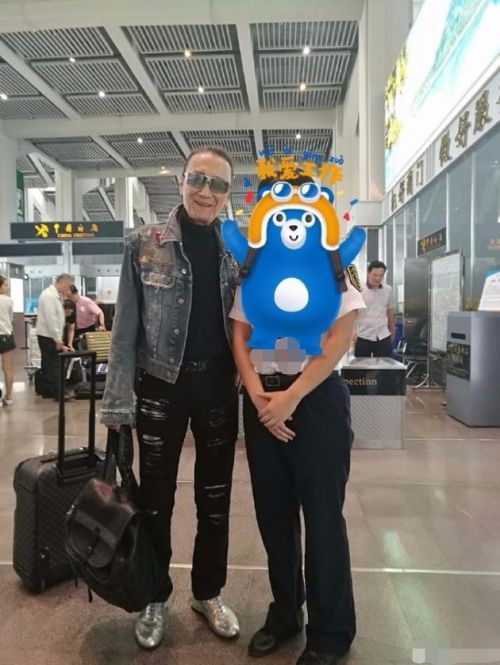 谢贤携小48岁女友Coco外出旅游 81岁老先生仍十分强壮