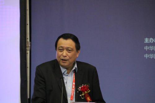 2.华厦眼科医院集团战略发展与学术委员会主任葛坚教授主持启动仪式