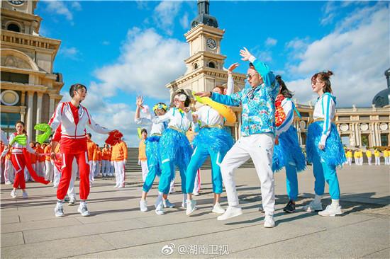 我们来了2沈梦辰跳秧歌秀广场舞 宋茜PK蒋欣魔性舞步谁能赢