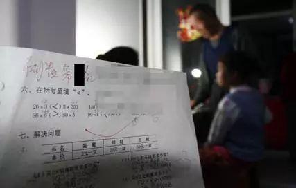 浙江一小学叫停家长签字:检查作业不是妈妈的事