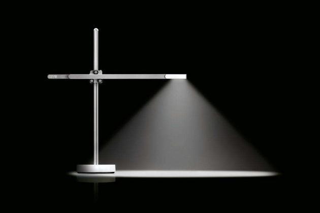 """戴森发布一款号称""""祖传""""台灯:搭载水冷技术"""