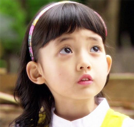 韩国最美00后小馨菲长大了 明眸善睐被称为女