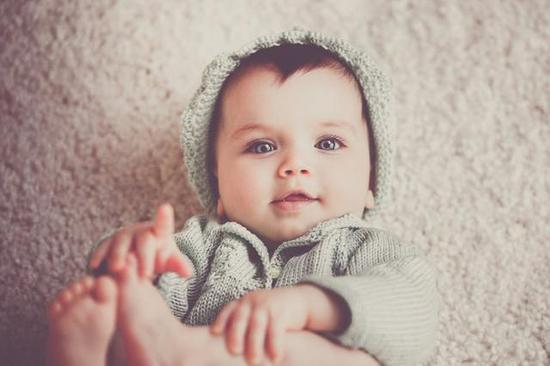 寶寶多大需要穿鞋 分享為寶寶選購鞋子的技巧