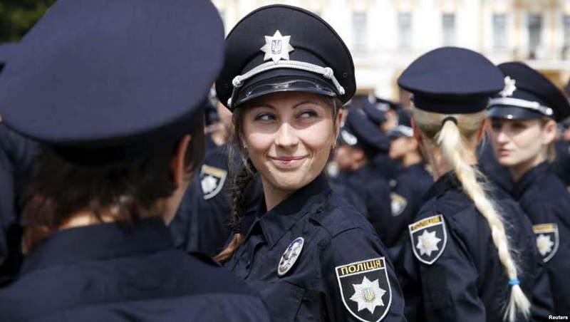这个国家女警都媲美国际超模 月薪却不到3000