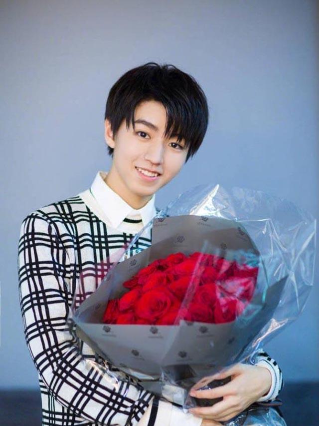 王俊凯生日会,周杰伦杨幂、甜馨明星的祝福,都不如他的祝福满意