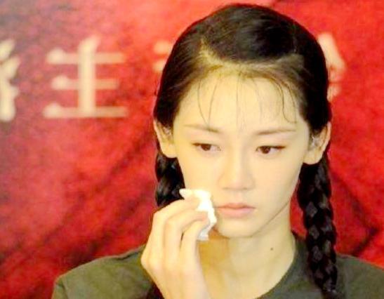 骂完观众太垃圾现在又来道歉,谁把不可一世的冯小刚给逼哭了?