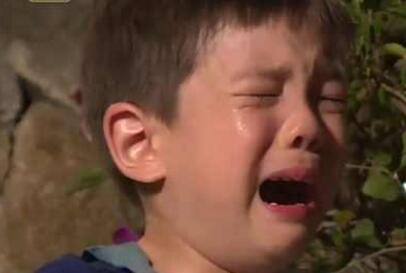 爸爸去哪儿未播片段:嗯哼睡觉要光膀子?不给可乐就跳海!