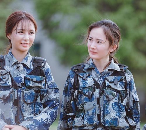 张杰宣布谢娜怀孕了!靠露肩上位的沈梦辰敢去接棒快乐大本营吗?