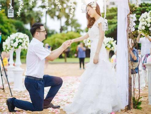 ca88亚洲城手机版下载_最具浪漫的求婚方式 求婚一定成功的小招数