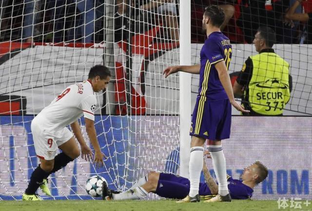 塞维利亚3-0胜登榜首 本耶德尔队史欧冠戴帽首人