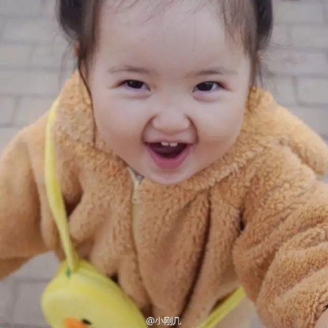 大中华萌妹表情继续!两岁小刚几肉感正量走红表情包图动图片