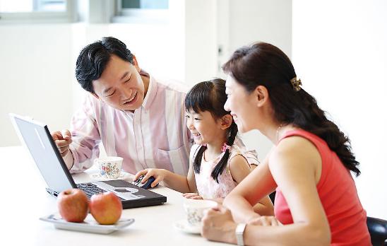 ca88亚洲城手机版下载_让孩子们能够愉快接受父母观点的8个小技巧