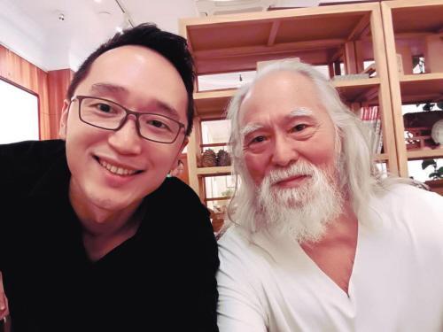 """81岁""""中国励志爷爷""""王德顺坚持拍戏健身:人生没遗憾"""