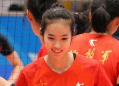 女排新星田玥颜值逆天年仅20岁 这么多副攻手为啥还招她