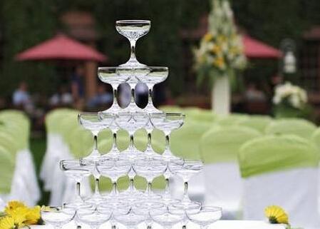 浪漫主题婚礼香槟塔 结婚香槟塔有什么作用
