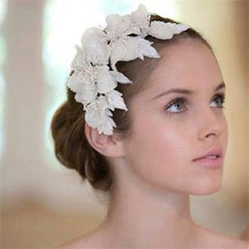 ca88亚洲城手机版下载_结婚当天新娘必备的婚纱配饰 这四件不可少!
