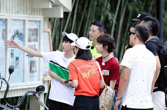 《青春旅社》未播画面曝光:王源景甜展开抢客大战_综艺节目_海峡网