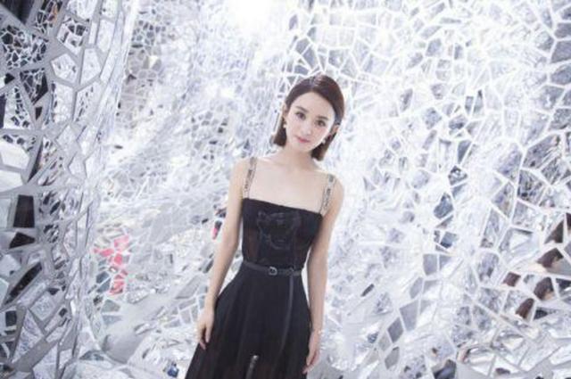 赵丽颖Dior首秀成瘦成了鲁豫,网友称她无气场只适合代言达芙妮!