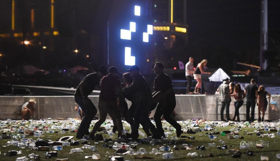 美国拉斯维加斯曼德勒海湾赌场外的露天音乐节发生枪击事件