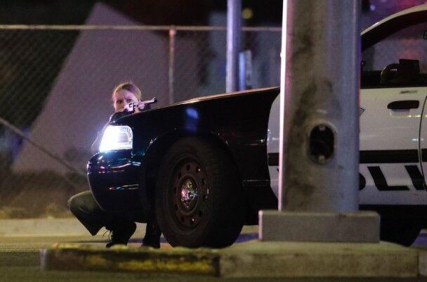 拉斯维加斯枪击案:枪手三次扫射 在场民众爬尸逃命