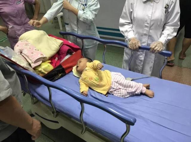 ca88亚洲城手机版下载_泉州7个月女婴嗷嗷哭泣 找寻自己的爸爸妈妈