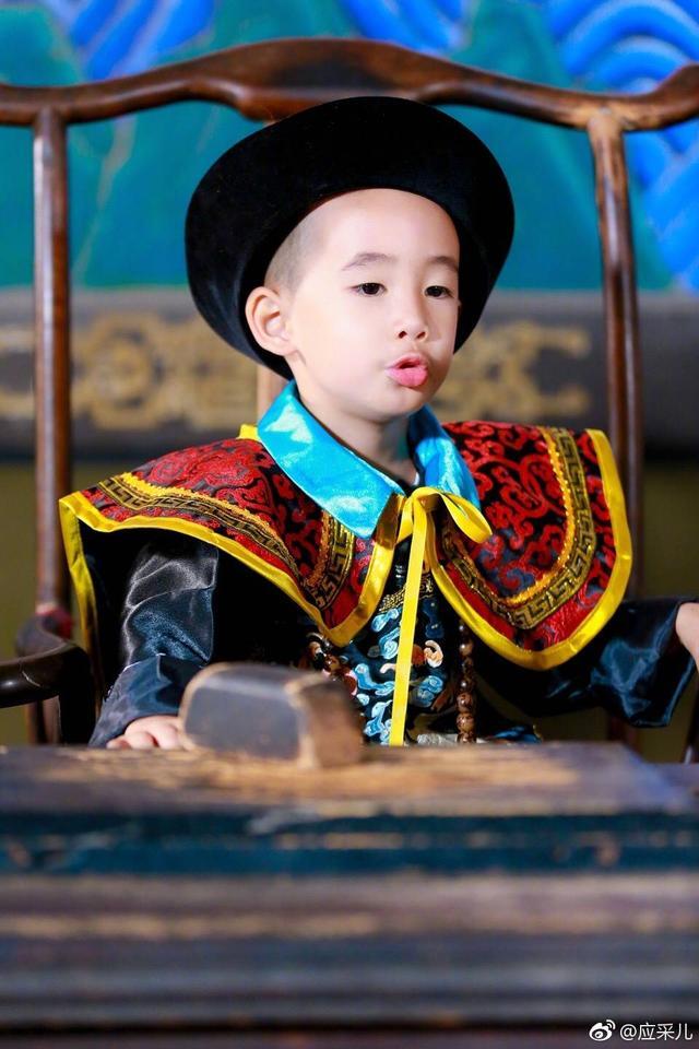 应采儿称Jasper县太爷扮相像韦小宝,网友:是韦小宝没错了