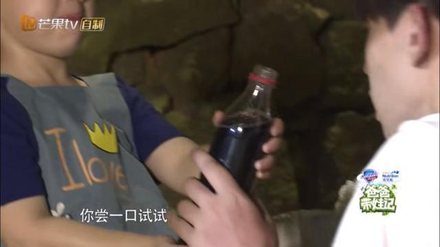 爸爸5未播片段曝光 嗯哼:可乐里有一点油 邓伦:那是你的鼻涕吧!