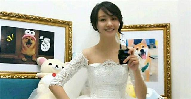 郑爽首穿婚纱录节目 网友:爽妹子胖起来好漂亮