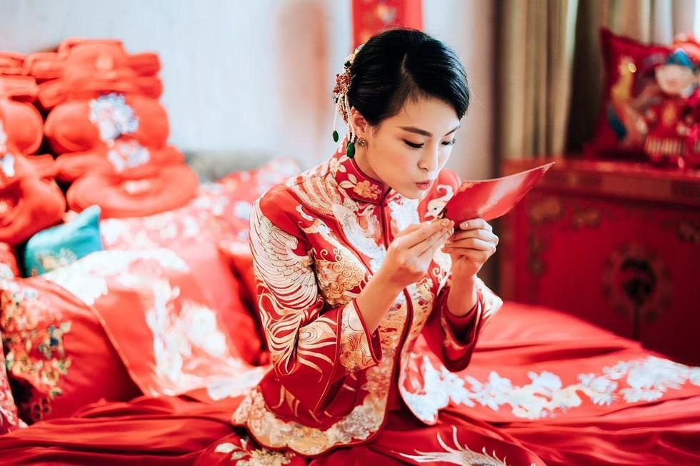 跳水女皇吴敏霞大婚 穿中式嫁衣似天仙
