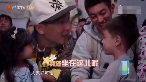 """爸爸5嗯哼熊抱小泡芙,刘畊宏再现""""岳父的凝视"""""""