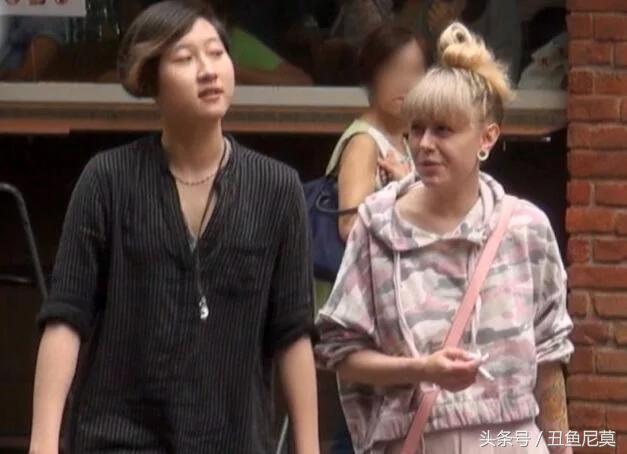 成龙女儿吴桌林宣布出柜,与女友牵手出双入对,吴绮莉接受理解