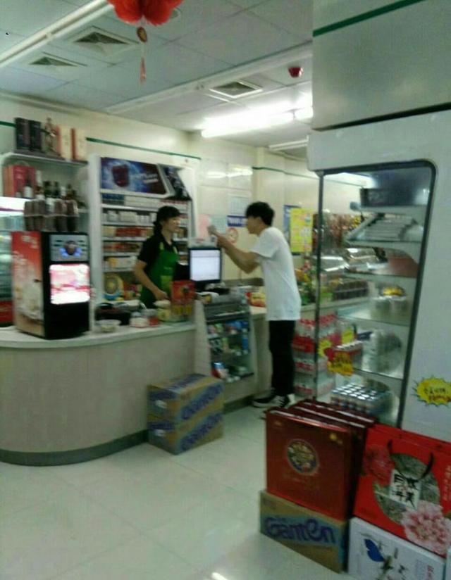 网友超市偶遇薛之谦,面容消瘦脸色憔悴惹人怜