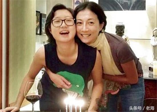 吴卓林与女友认爱,正式承认女同?网友喊话成龙