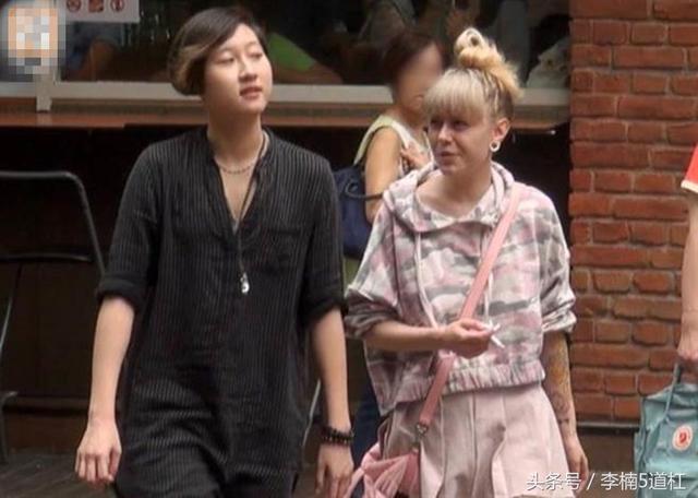 """成龙17岁的女儿吴卓林宣布出柜,""""女朋友""""今年已经30岁了"""