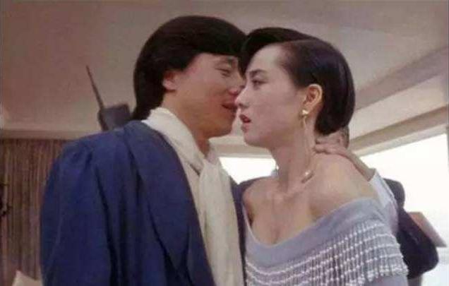 """""""小龙女""""出柜,母亲感恩,成龙5字回应,网友炸锅!"""