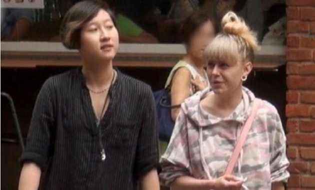 小龙女正式宣布出柜并晒照片,吴妈表示开心,为啥成龙却装不知情