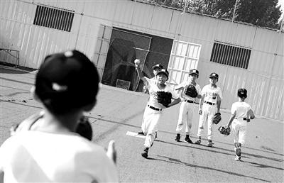 """14个贫困儿童的棒球""""逆袭"""" 学习和训练两不误"""