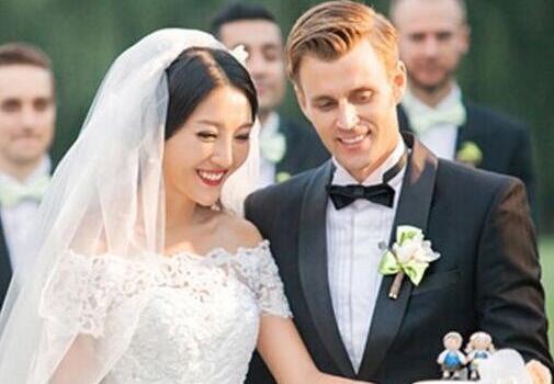 男方代表婚礼发言精选 结婚当天新郎简洁致辞