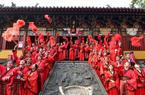 杭州:百对新人喜结良缘 情定西子湖畔