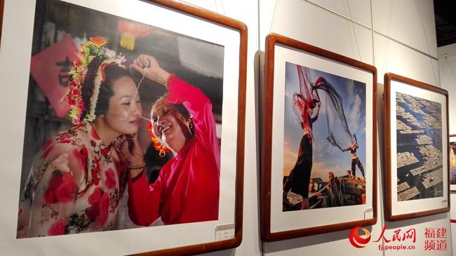 福建省自由职业艺术家喜迎十九大主题艺术展开幕 展期至18日