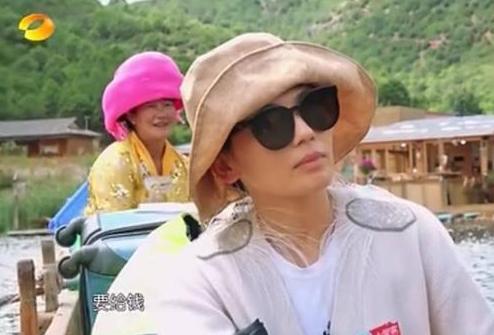 亲爱的客栈刘涛用什么做的煎饼 刘涛做饼的那一桶是什么
