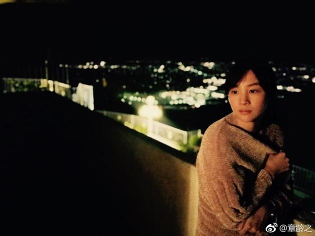 陈龙娇妻章龄之晒自拍照 网友:素颜真是美翻了