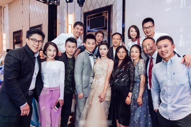 吴敏霞大婚百万钻戒敌不过她的捧场,可惜老公一短板比刘欢磕碜